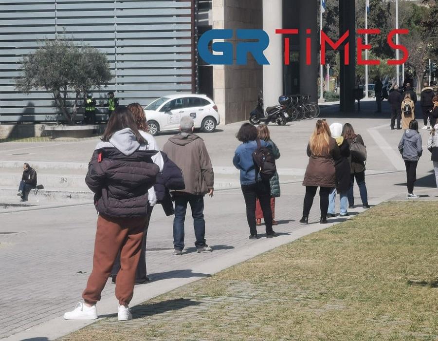 Θεσσαλονίκη – Κορονοϊός: Ουρές πριν καν ξεκινήσουν τα rapid test – Στο κόκκινο η ανησυχία (video)