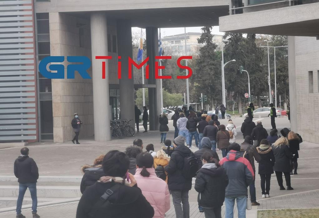 Θεσσαλονίκη – Κορονοϊός: Ατελείωτες ουρές για ένα rapid test – Διάχυτη η ανησυχία στην πόλη (video)