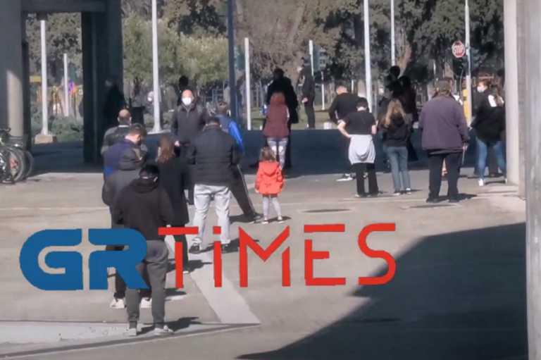 Θεσσαλονίκη: Ουρές με το καλημέρα για ένα rapid test – Διάχυτη η ανησυχία στην πόλη (video)
