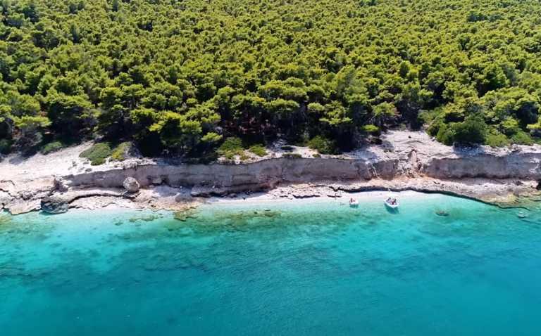 Αλκυόνη: Ο πριβέ εξωτικός παράδεισος με τη «σκοτεινή» ιστορία, μιάμιση ώρα από την Αθήνα
