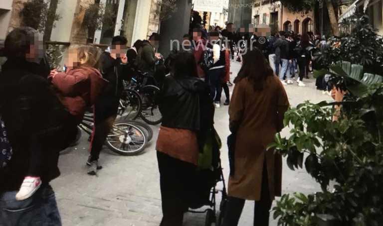 «Ποτάρες» από 700 άτομα στου Ψυρρή την ώρα που ο Χαρδαλιάς ανακοίνωνε lockdown!
