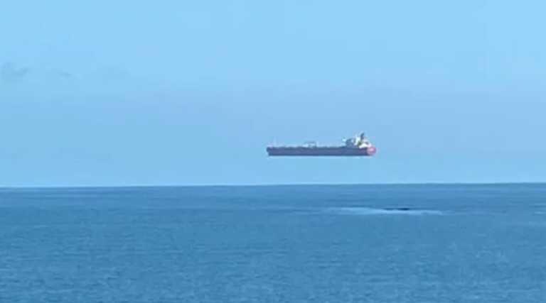 Κοίταξε στον ορίζοντα και είδε ένα πλοίο στα σύννεφα!