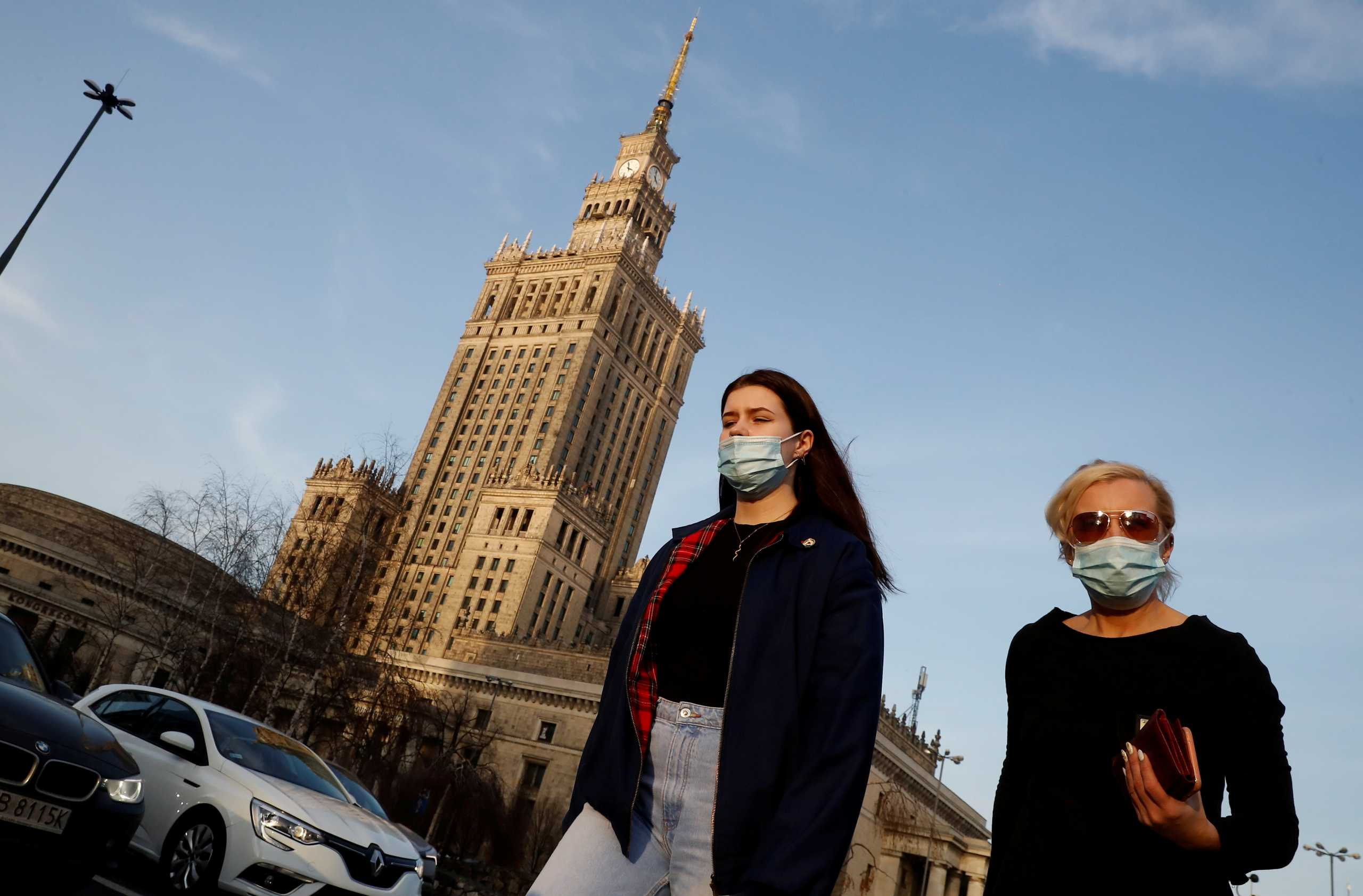 Ξεπέρασαν τα 2 εκατ. τα κρούσματα κορονοϊού στην Πολωνία