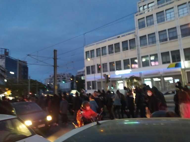 Πορεία στη Νέα Σμύρνη μετά τα επεισόδια στην πλατεία