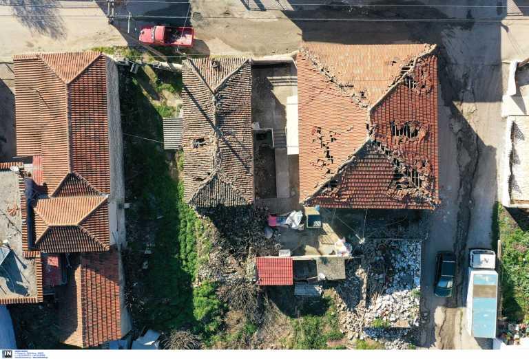Σεισμός Ελασσόνας: Εφιαλτικές περιγραφές – Γκρεμισμένα σπίτια και ζωή στις σκηνές