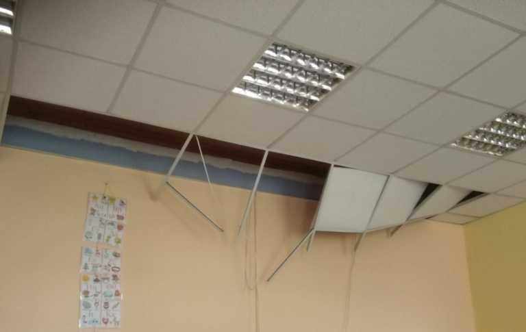 Σεισμός στην Ελασσόνα: «Λαβώθηκε» δημοτικό σχολείο της δεκαετίας του '30 (pics)