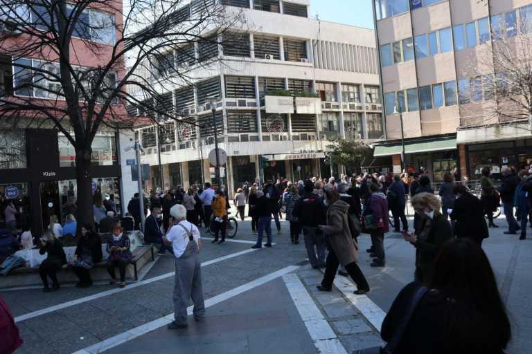 Σεισμός: Βγήκε στους δρόμους ο κόσμος στη Λάρισα