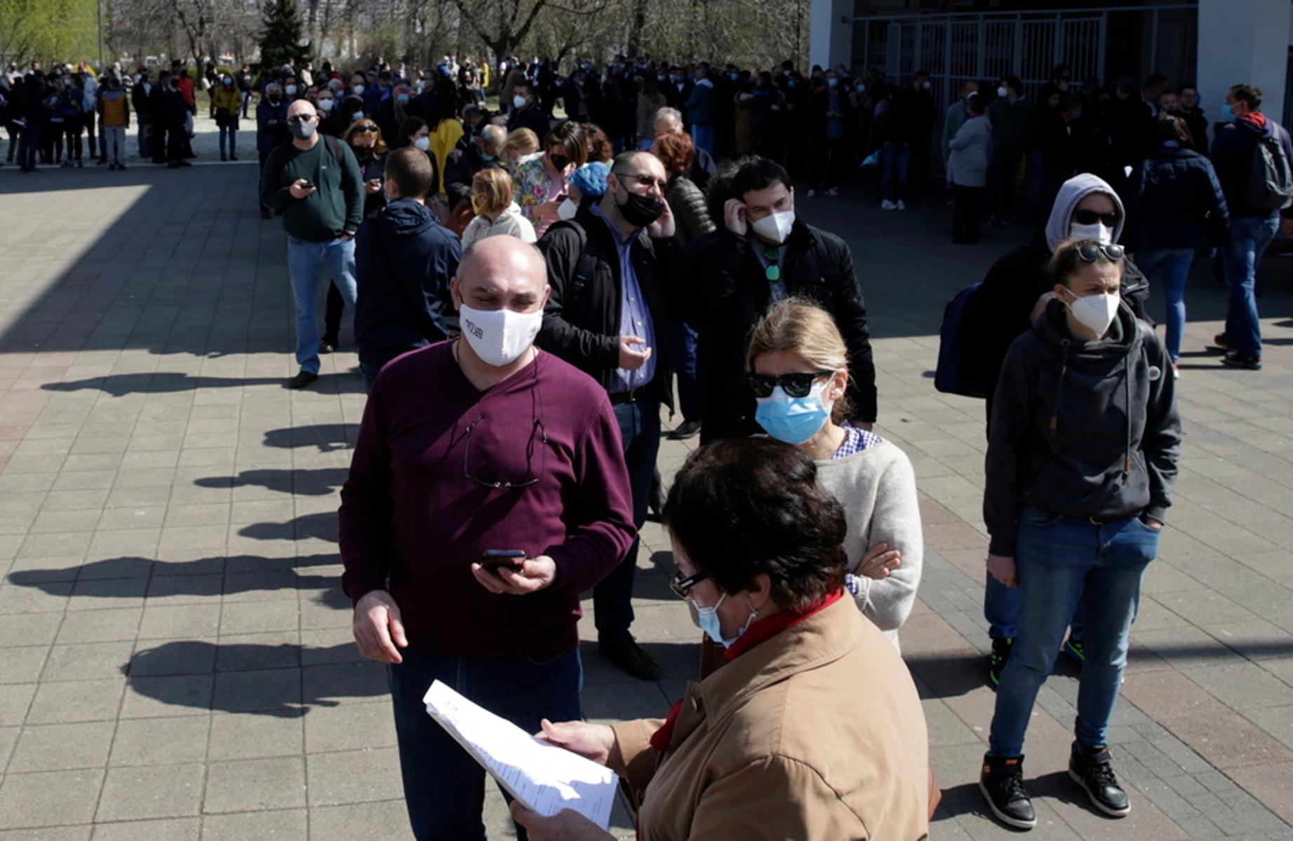 Σερβία – κορονοϊός: «Εισβολή» από πολίτες των δυτικών Βαλκανίων που θέλουν να εμβολιαστούν