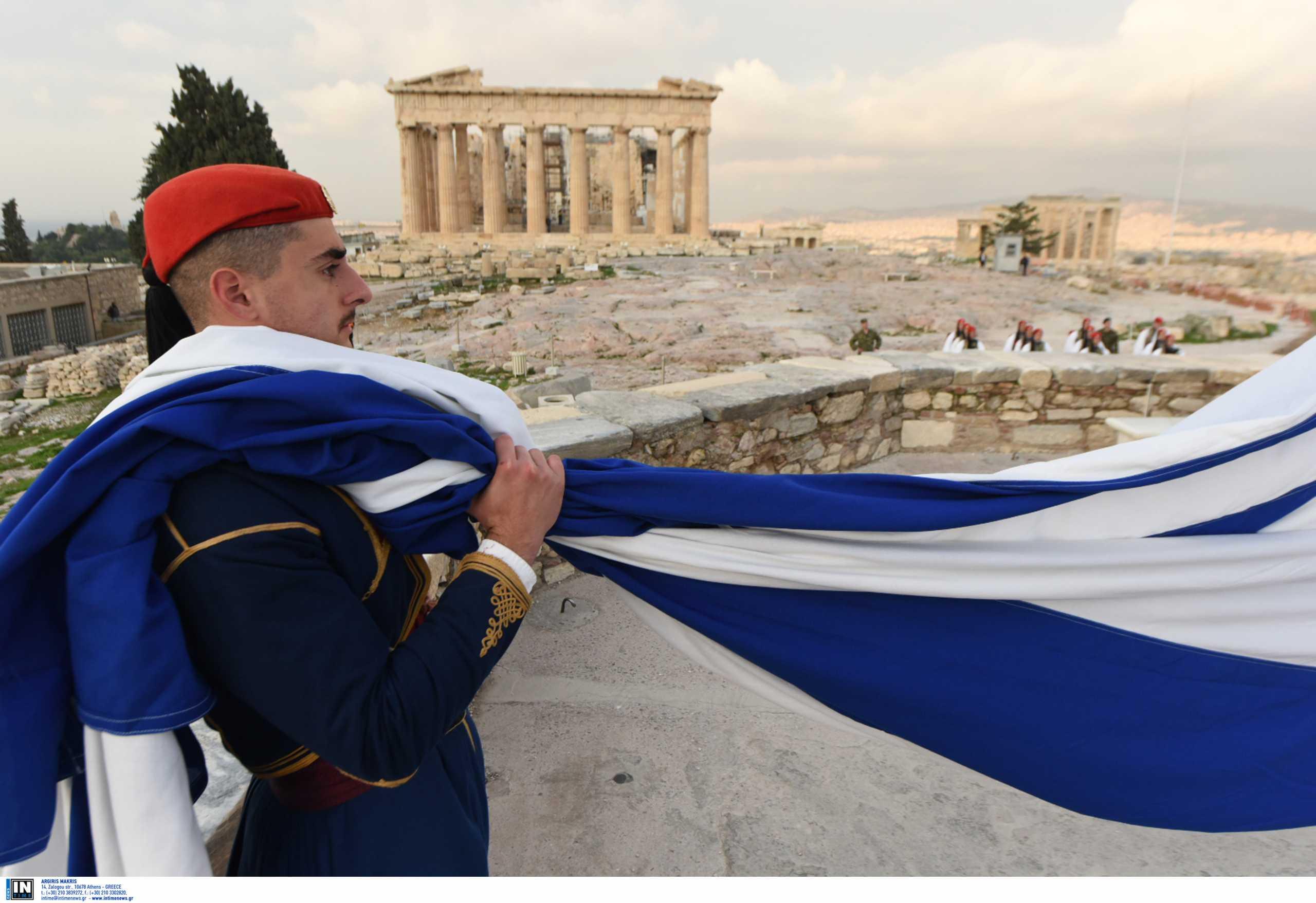 25η Μαρτίου: Στον Ιερό Βράχο της Ακρόπολης αύριο ο πρωθυπουργός για την έπαρση της σημαίας