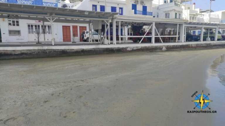 Σίφνος: Εξαφανίστηκε η θάλασσα στην παραλία μπροστά από τα καταστήματα – Οι εικόνες που γίνονται viral (video)