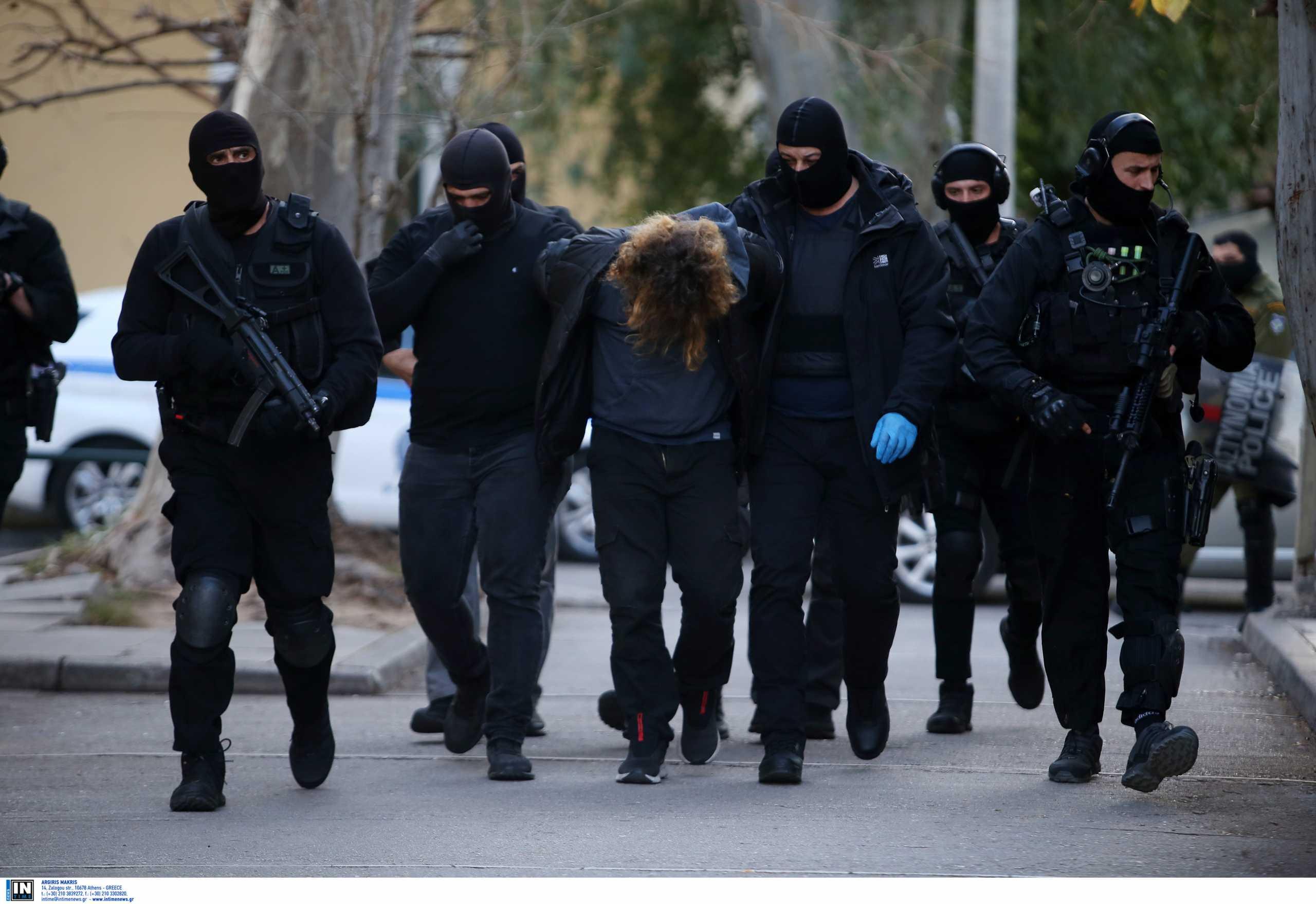 Νέα Σμύρνη: Ποινική δίωξη για τέσσερα κακουργήματα σε βάρος δύο συλληφθέντων (pics)