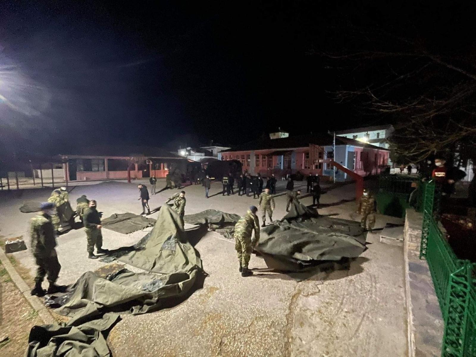 Σεισμός στην Ελασσόνα: Άνοιξαν ξενοδοχεία σε Λάρισα και Τρίκαλα – Έστησε σκηνές ο στρατός (pics, video)