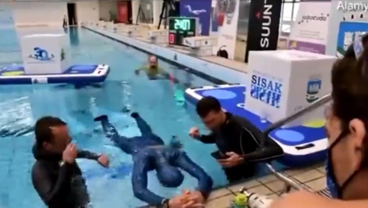 Αδιανόητο ρεκόρ, κράτησε την αναπνοή του για 24 λεπτά και 33 δεύτερα κάτω από το νερό (video)