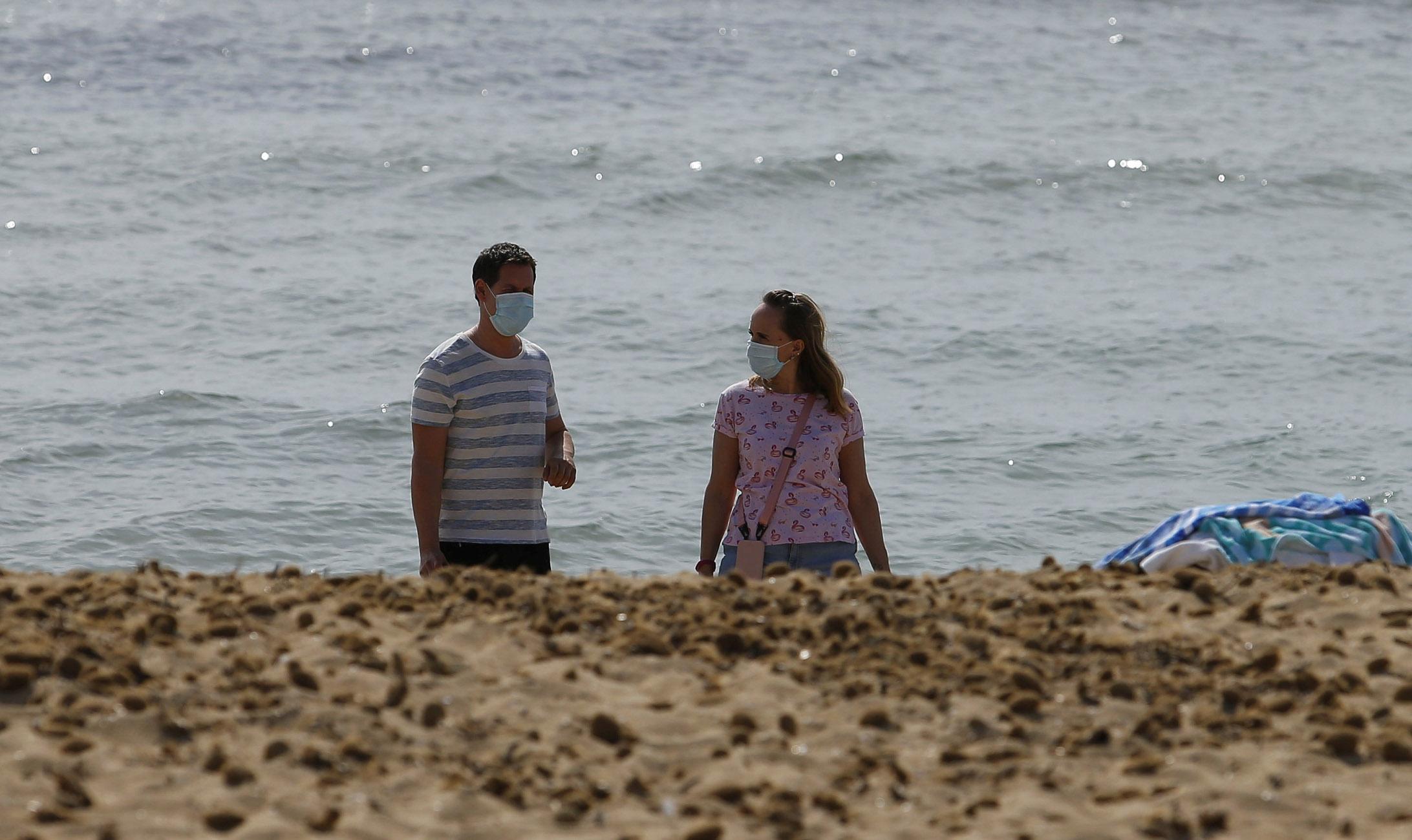 Ισπανία- κορονοϊός: Η μάσκα είναι υποχρεωτική ακόμη και στην παραλία