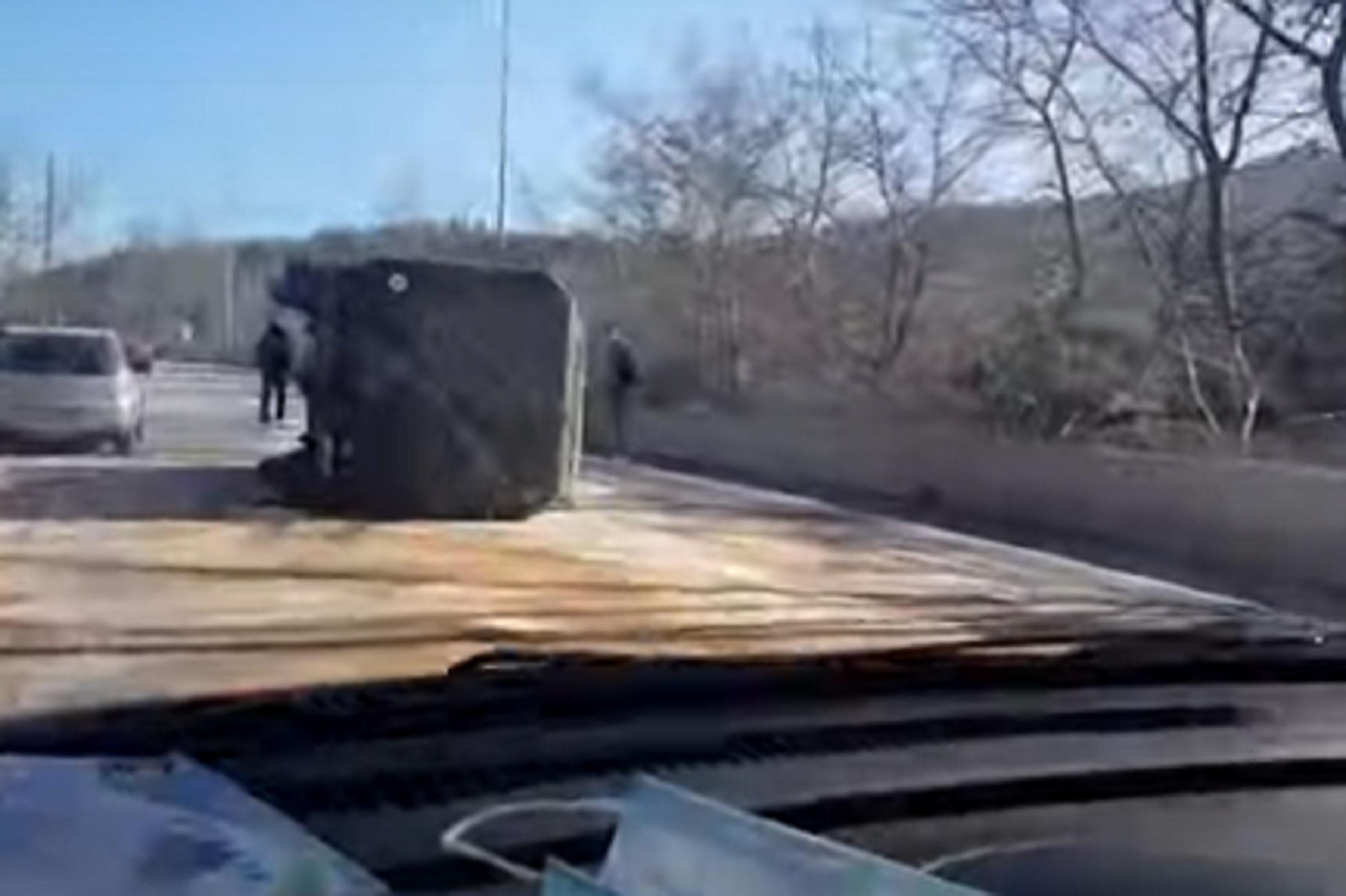 Θεσσαλονίκη: Τροχαίο με «καναδέζα» του στρατού – Αυτοψία μετά τη στροφή που χάθηκε ο έλεγχος (video)