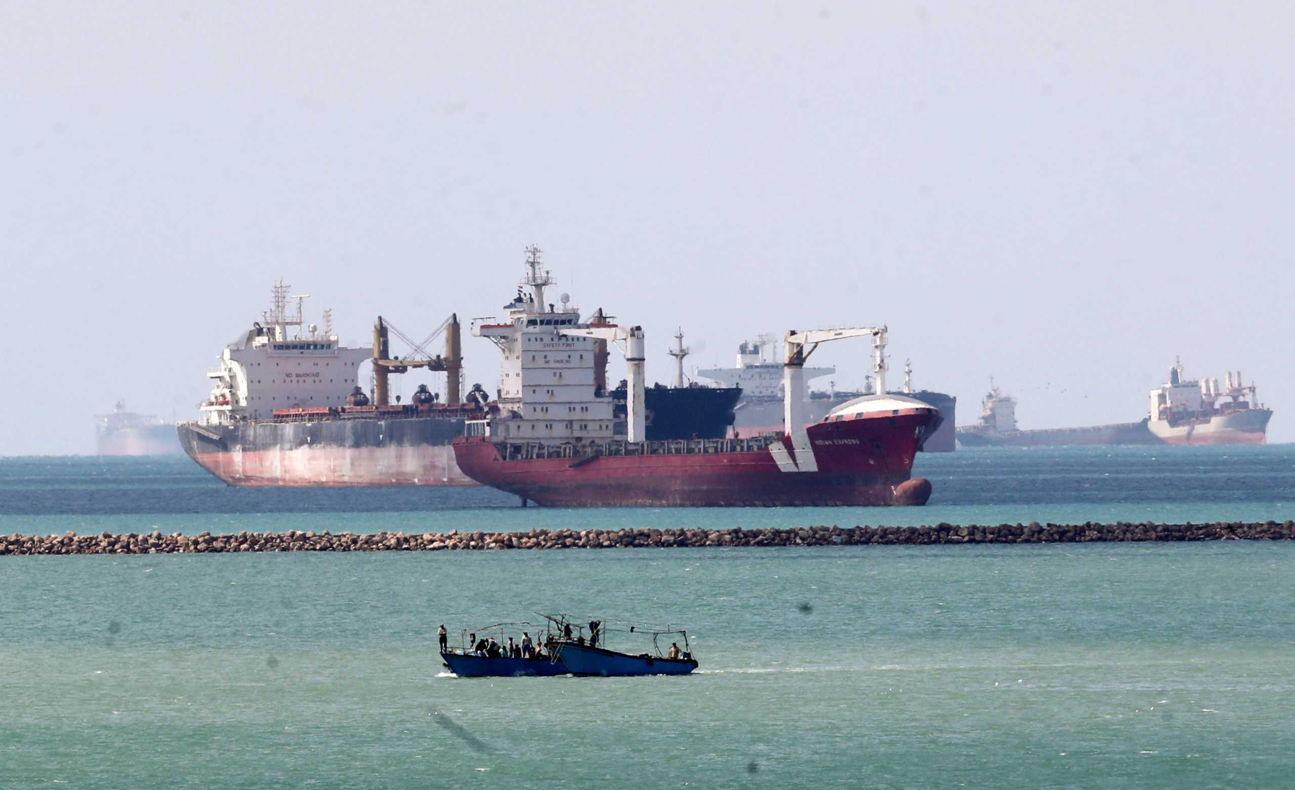 Αίγυπτος: 369 πλοία παραμένουν εγκλωβισμένα στη Διώρυγα του Σουέζ