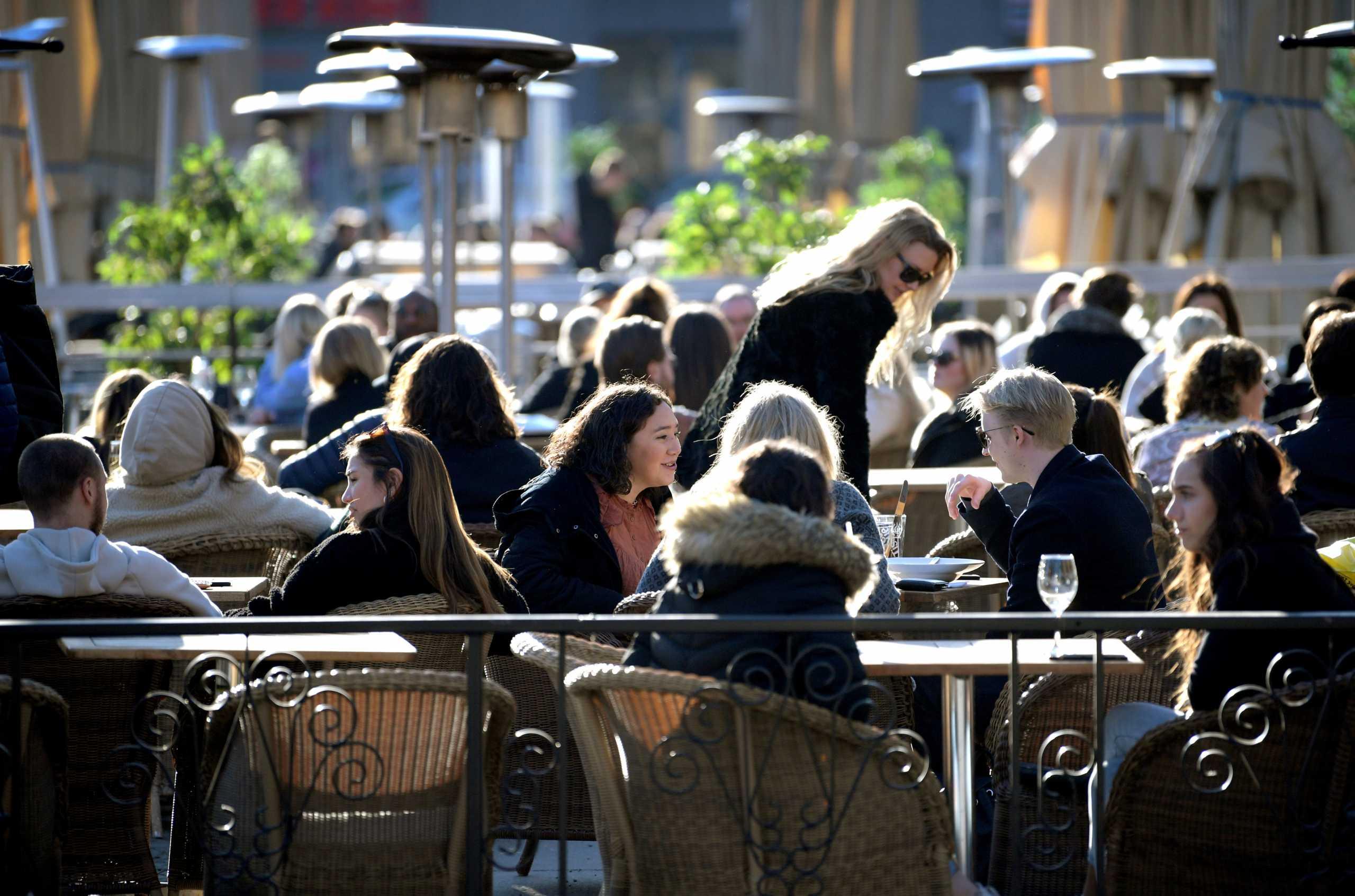 Σουηδία: Παράταση στα μέτρα για τον κορονοϊό ζητούν οι ειδικοί