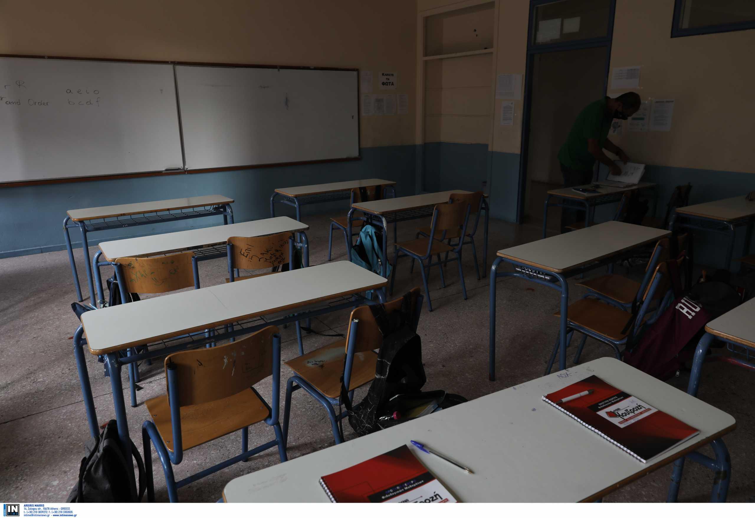 Εξαδάκτυλος για άνοιγμα σχολείων: «Διαφωνώ και θα δούμε τη Μεγάλη Δευτέρα τι θα έχει συμβεί»