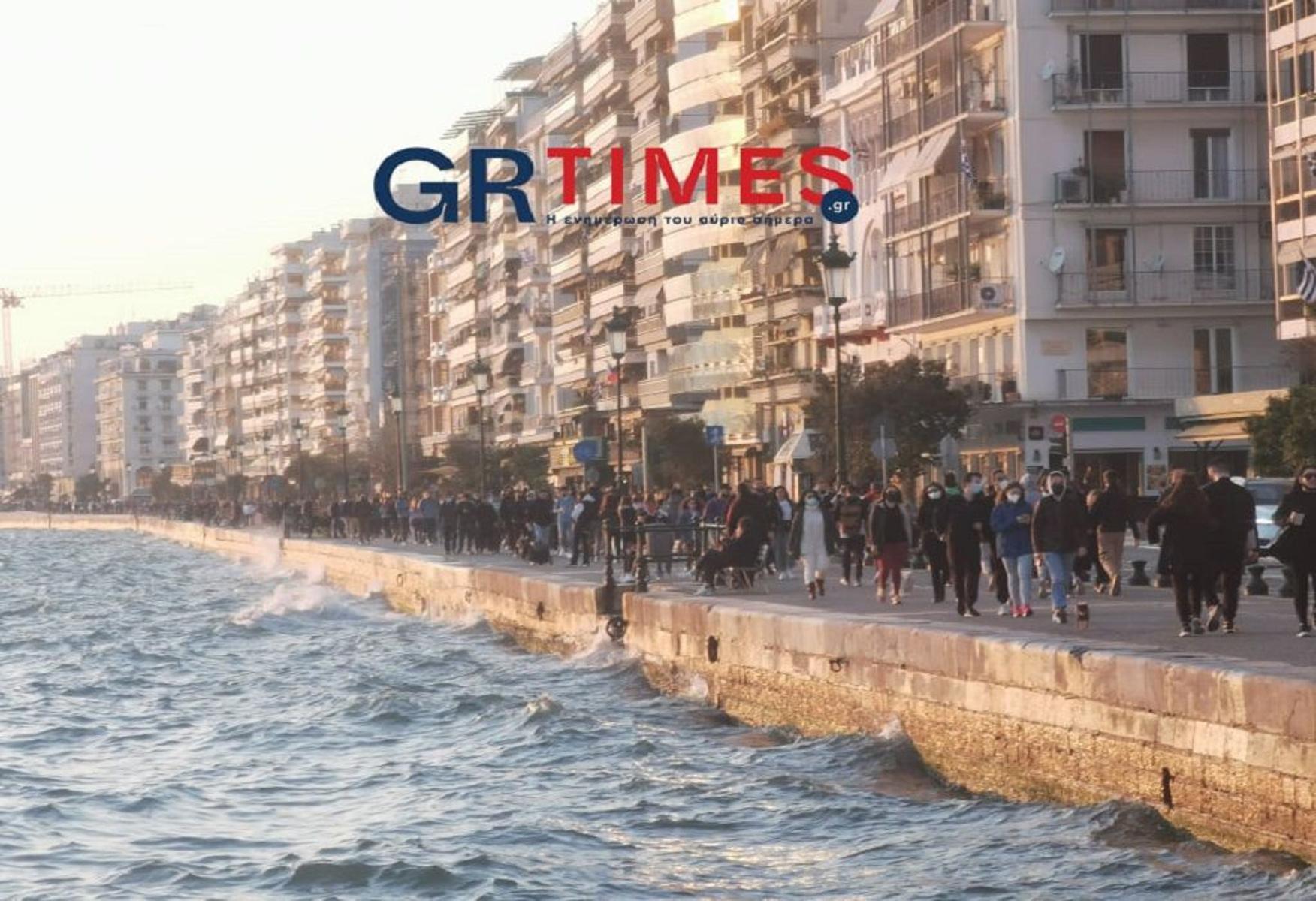 Κορονοϊός: «Ασυγκράτητοι» και φοβισμένοι – Η εικόνα Αθήνας και Θεσσαλονίκης και ο ανησυχητικός δείκτης θετικότητας