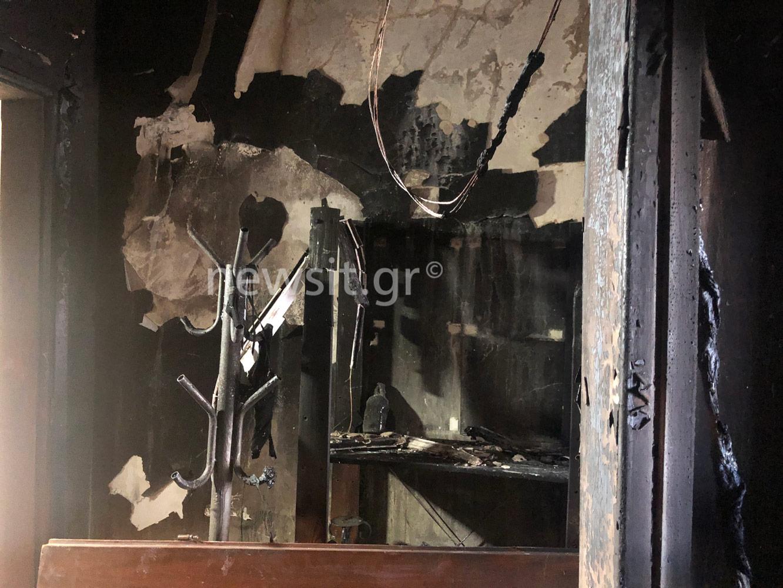 Θεσσαλονίκη: Μέσα στο διαμέρισμα που έγινε στάχτη – Κάηκε ζωντανό το σκυλάκι της ιδιοκτήτριας (pics, video)