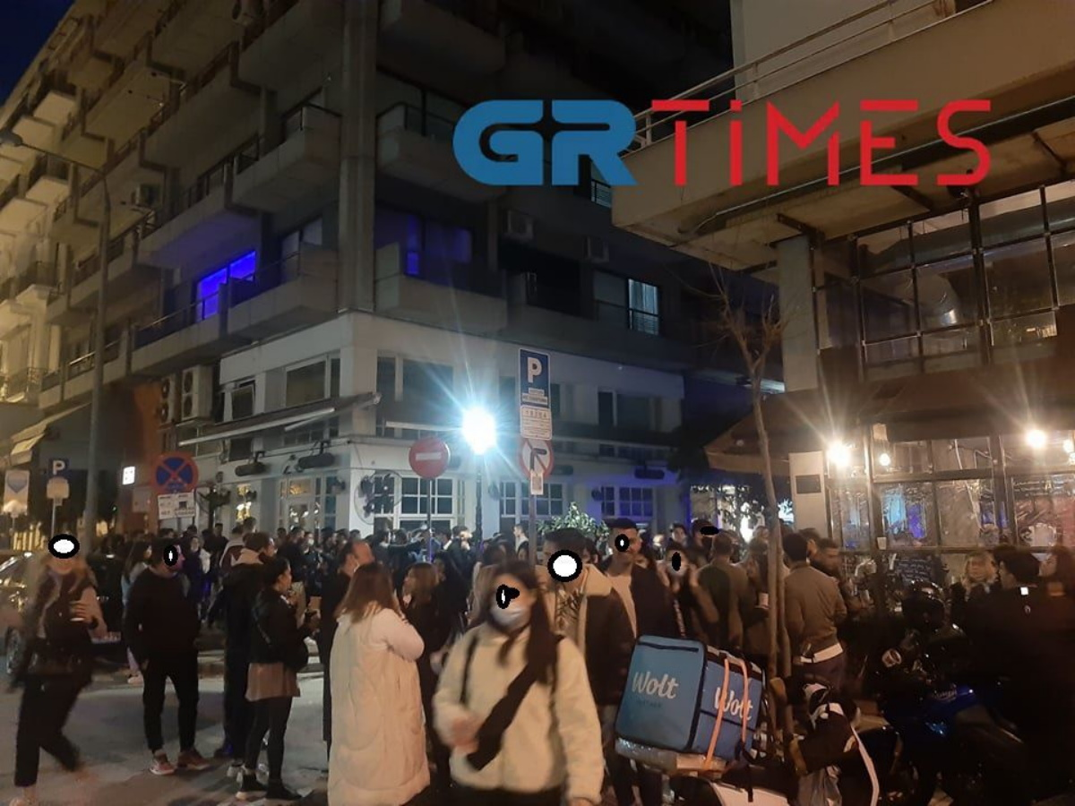 Το αδιαχώρητο και πάλι στη Θεσσαλονίκη: Όλη η Μητροπόλεως ένα… κορονοπάρτι! (pics, vids)