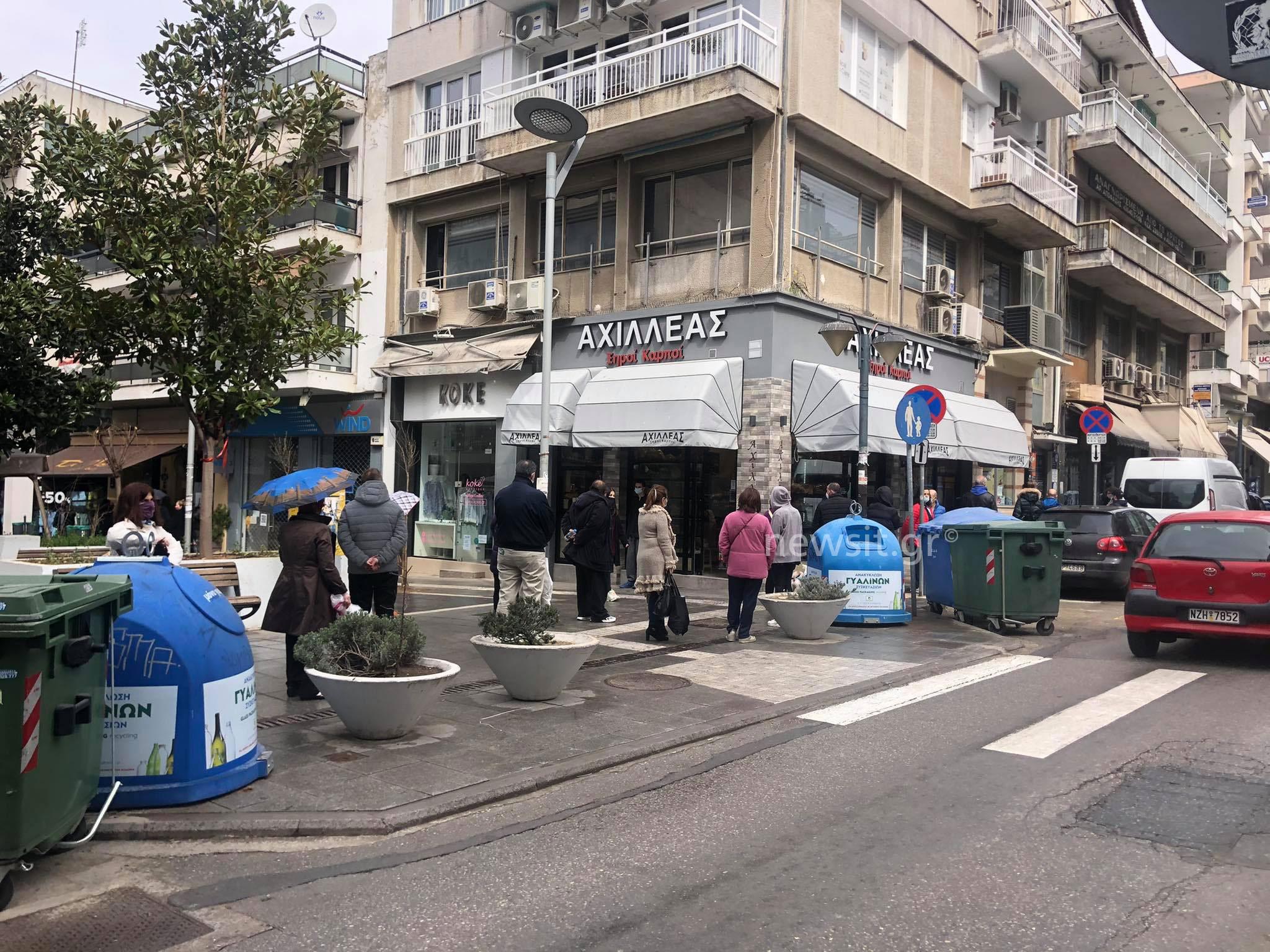 Θεσσαλονίκη: Δείτε τις ουρές σε φούρνο της Καλαμαριάς που ήταν αδύνατον να περάσουν απαρατήρητες (pics)