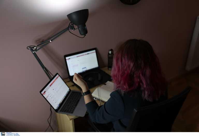 Ένας χρόνος τηλεργασία: Όταν το σπίτι και στην Ελλάδα έγινε γραφείο – Τι έδειξε έρευνα