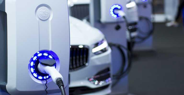 Τα ηλεκτρικά αυτοκίνητα θα φθηνύνουν, υπάρχει όμως ένα τεράστιο «αλλά»!