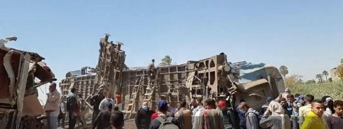 Σύγκρουση τρένων στην Αίγυπτο – Δεκάδες νεκροί και τραυματίες (pics, vids)