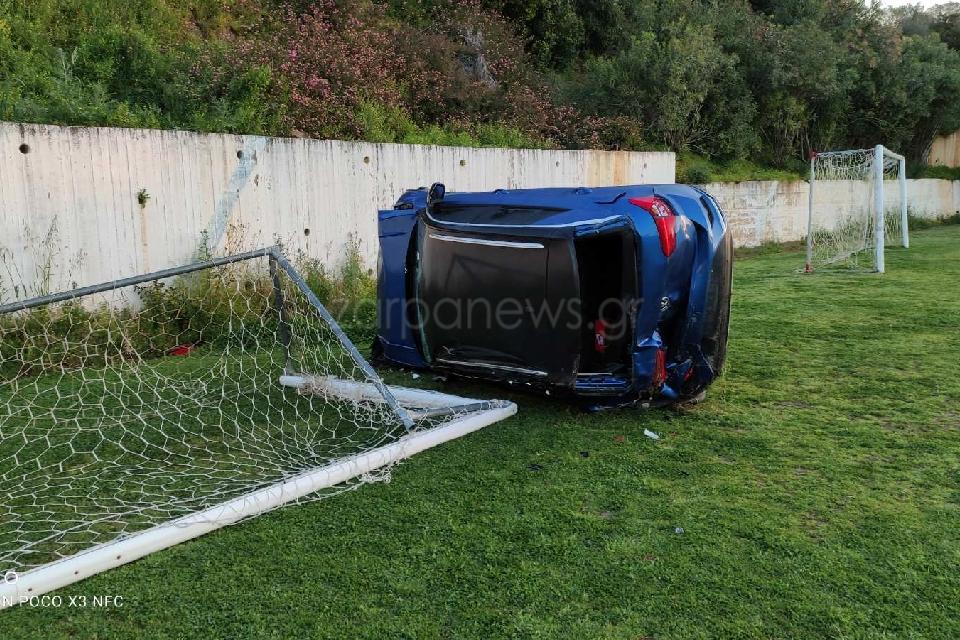 Κρήτη: Το αυτοκίνητο μπήκε «γκολ» μετά από απίθανο τροχαίο – Σώθηκε ο οδηγός του (pic)