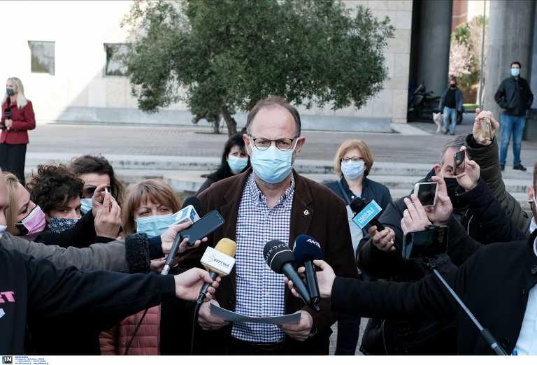 Θεσσαλονίκη – Τσαβλής για εμβολιασμούς εκτός σειράς: Δεν διέπραξα κάτι παράνομο, σώσαμε 12 εμβόλια (vid)