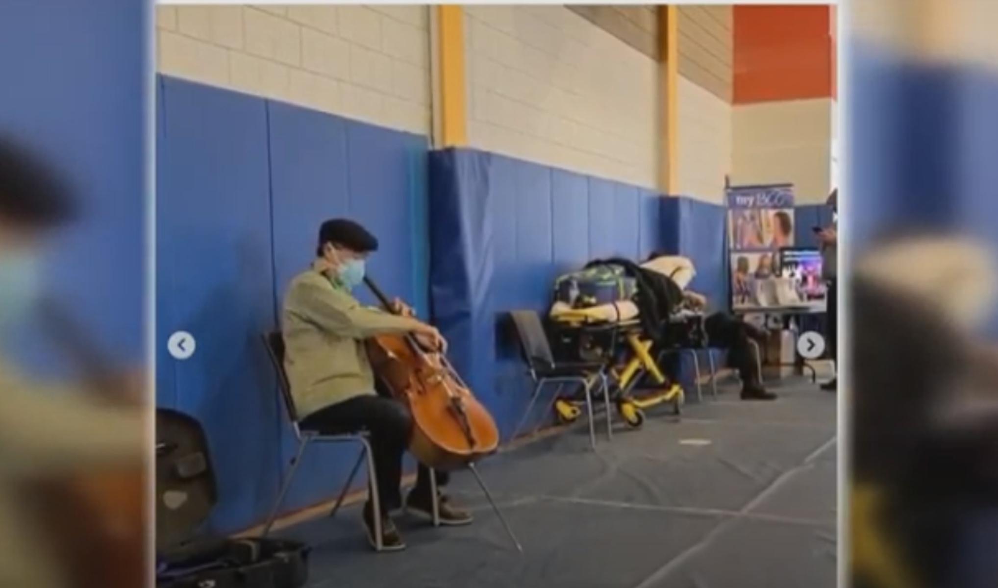 Μασαχουσέτη: Συγκινεί μουσικός – Εμβολιάστηκε και έδωσε συναυλία για το υγειονομικό προσωπικό