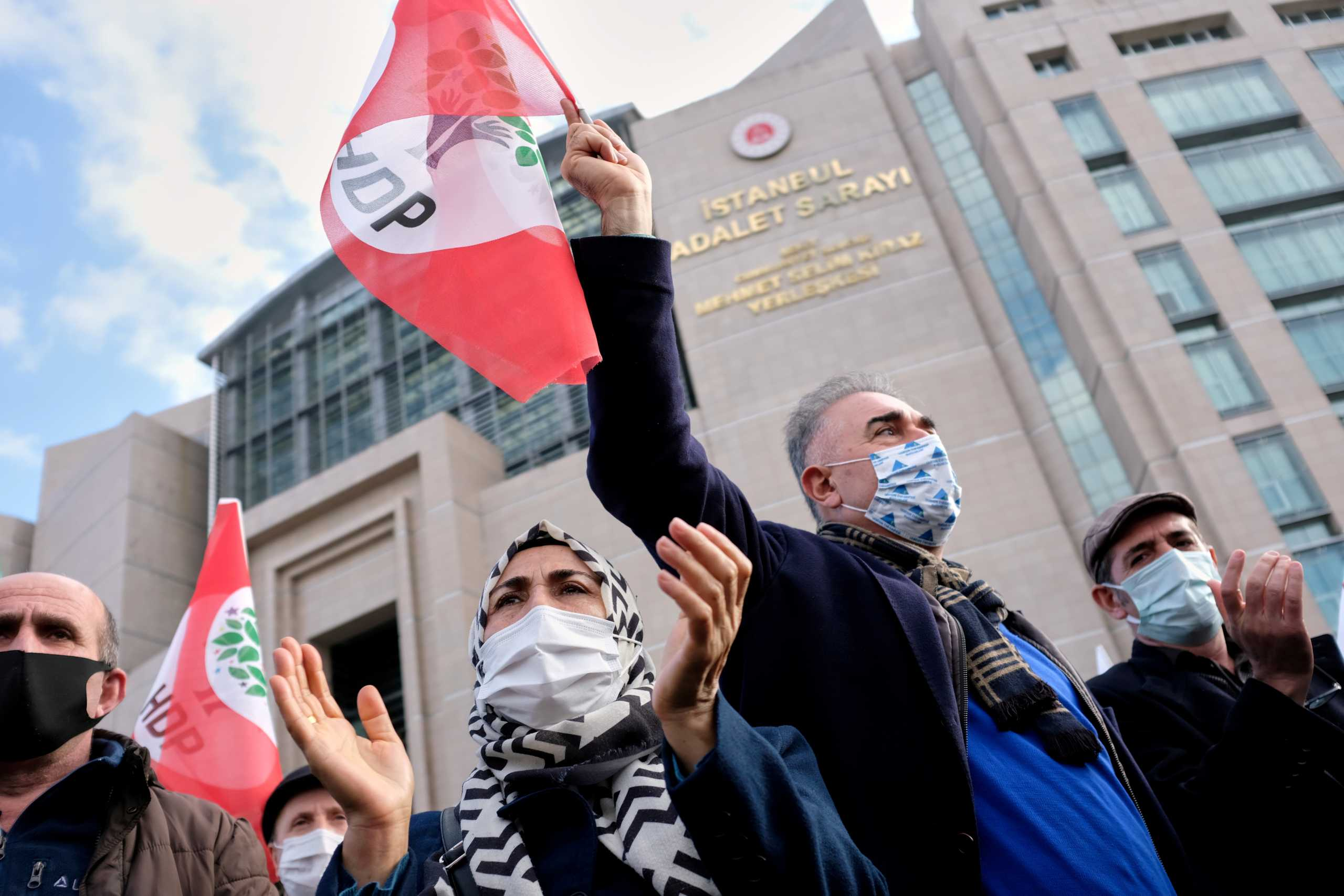 Τουρκία: Δεκάδες συλλήψεις στελεχών του φιλοκουρδικού κόμματος HDP