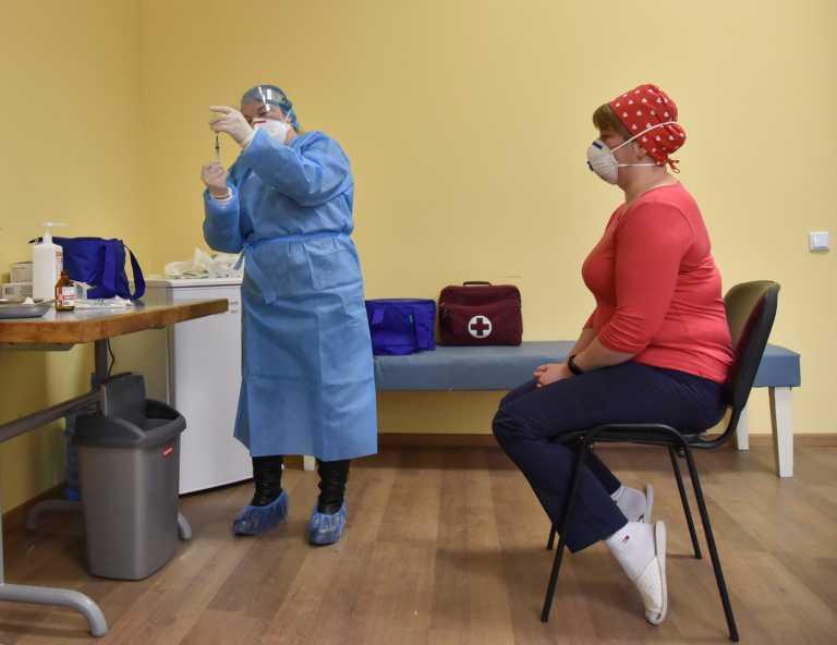 Ουκρανία: Πέταξαν εμβόλια γιατί δεν προσήλθαν οι γιατροί για να εμβολιαστούν