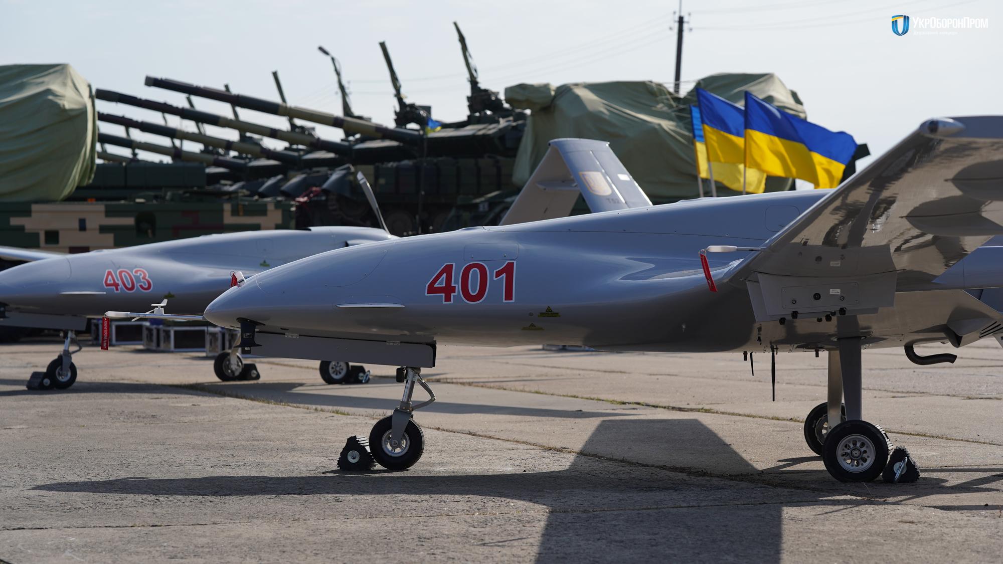 TB2: Τα τουρκικά drones της Ουκρανίας «αγχώνουν» τους Ρώσους ενώ τα σύνορα «βράζουν» (pics, vid)