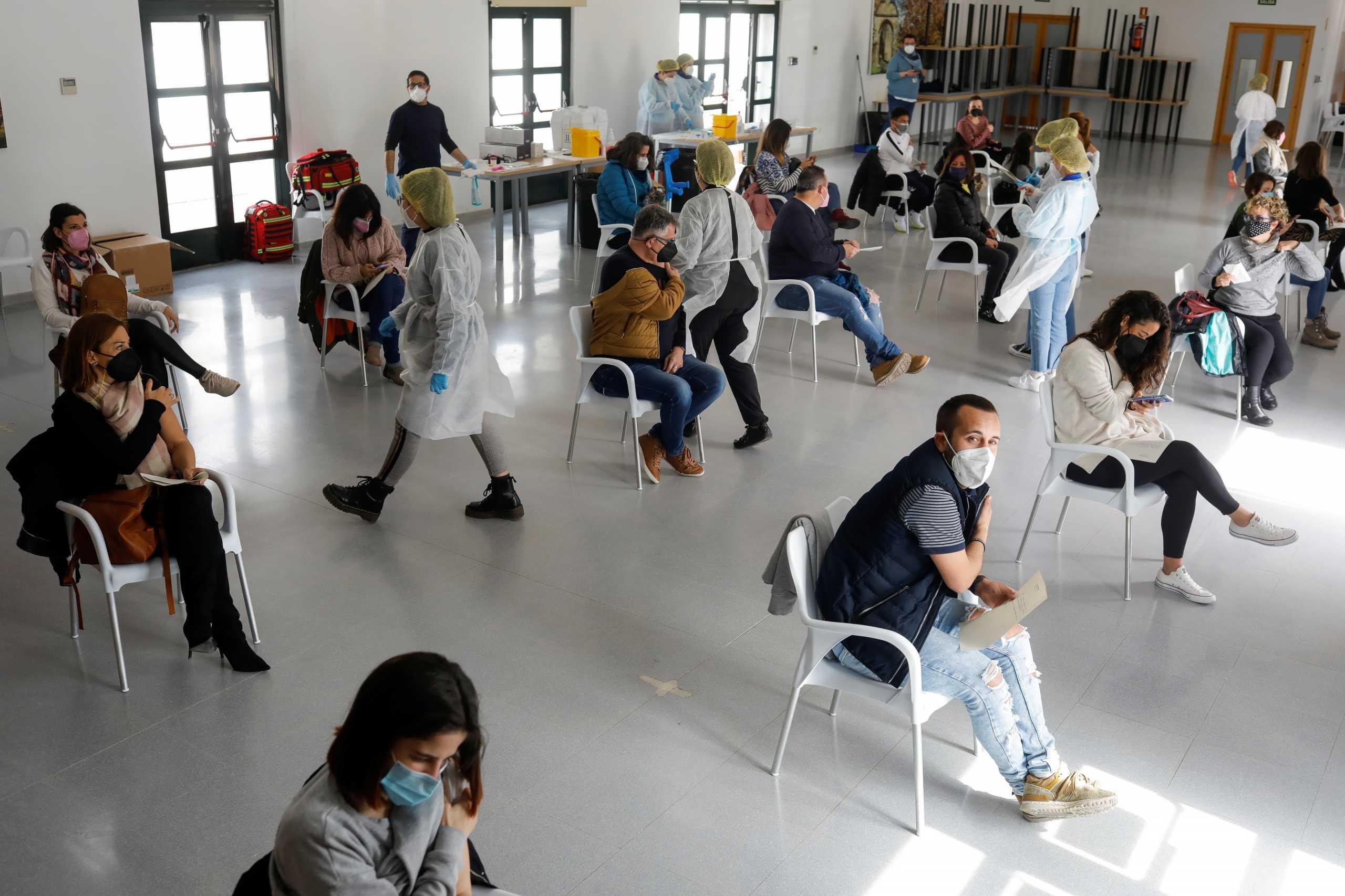 Ισπανία: Ξεκινά και πάλι το εμβόλιο της AstraZeneca – Eπεκτείνει η χρήση και για τους έως 65 ετών