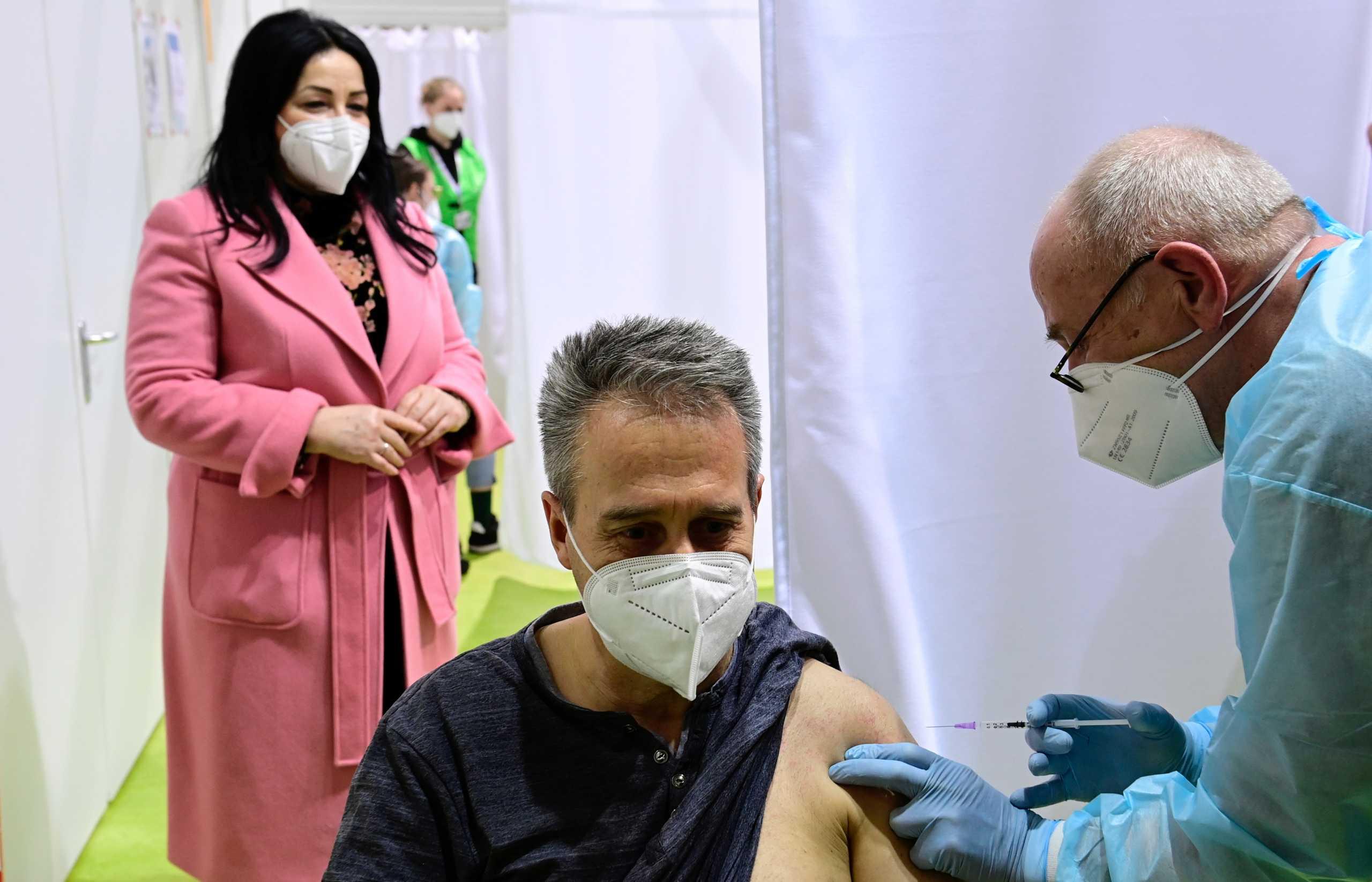 Γερμανία – Κορονοϊός: «Πιέσεις» για ταχύτερη ένταξη των οικογενειακών ιατρών στην εμβολιαστική εκστρατεία