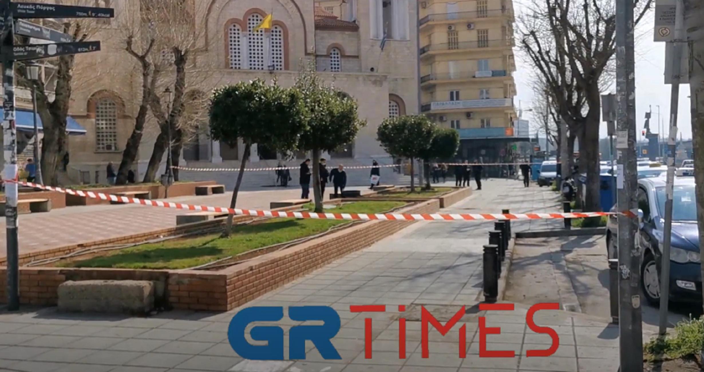 Θεσσαλονίκη: Λύθηκε το μυστήριο για τη βαλίτσα που βρέθηκε σε παγκάκι – Τι έκρυβε μέσα της (video)