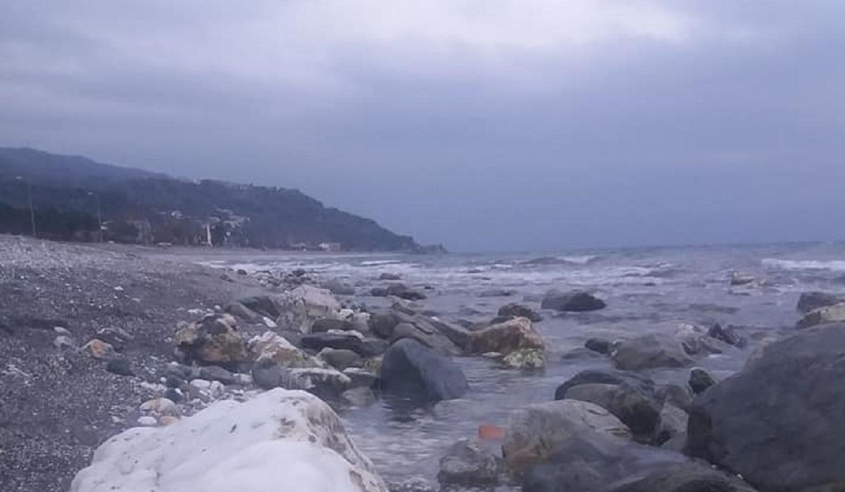 Λάρισα: Υποχώρησε η θάλασσα στην Βελίκα (pics)