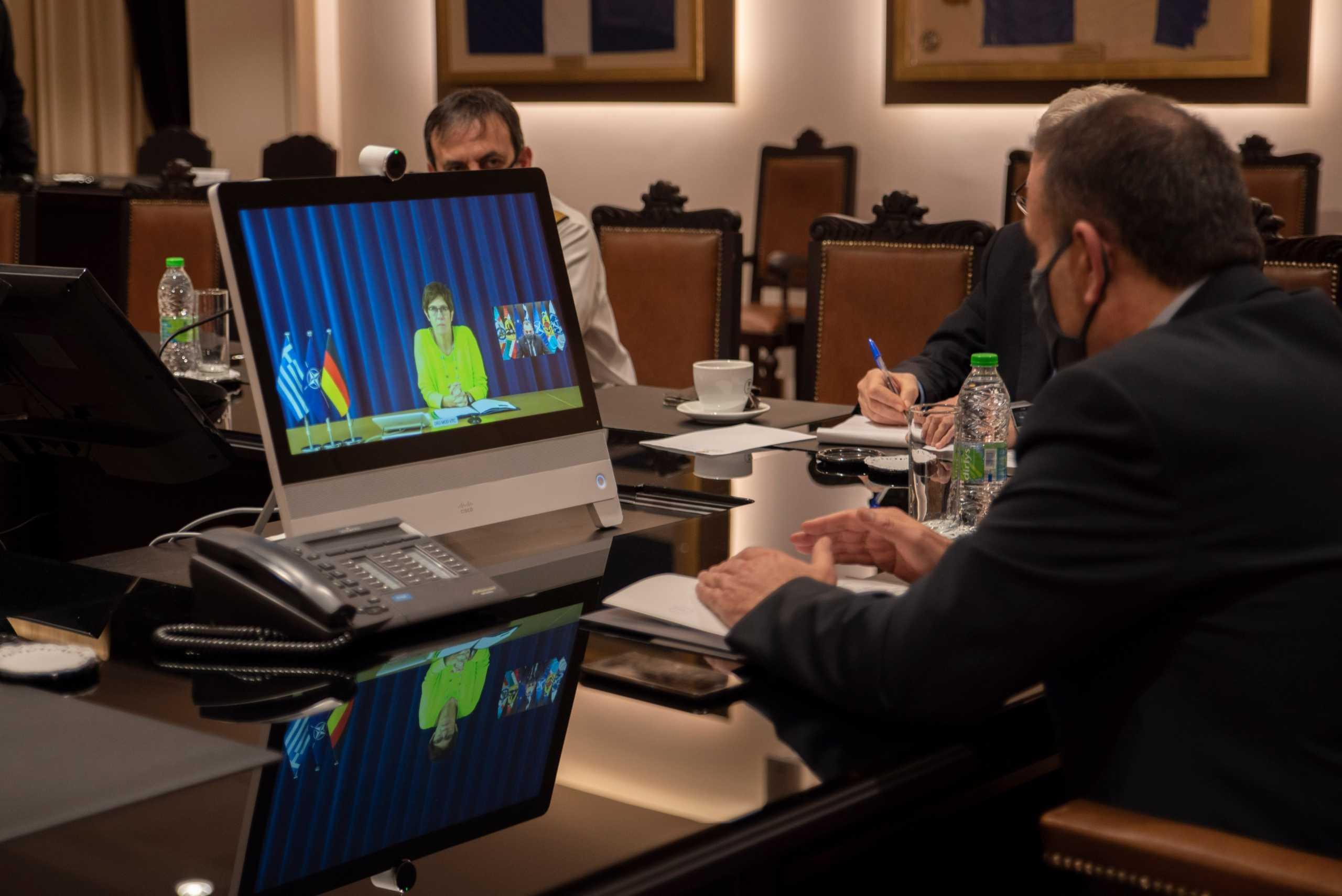 Εξοπλιστικά και αμυντικά προγράμματα συζήτησε ο Υπουργός Εθνικής Άμυνας με τη Γερμανίδα ομόλογό του [pic]
