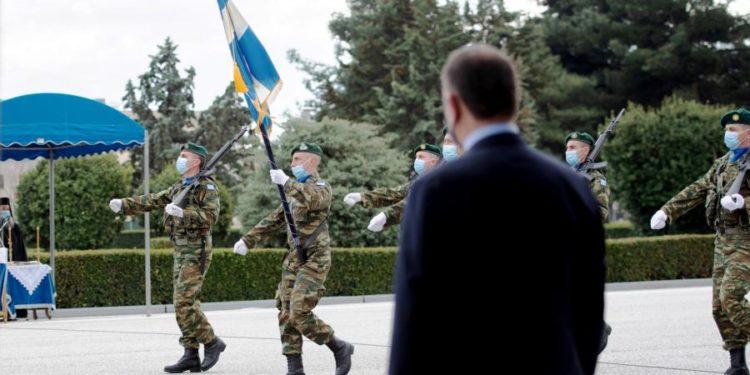 Απαντήσεις Παναγιωτόπουλου για τη μειωμένη στρατιωτική θητεία και τη μοριοδότηση τριτέκνων για ΕΠΟΠ
