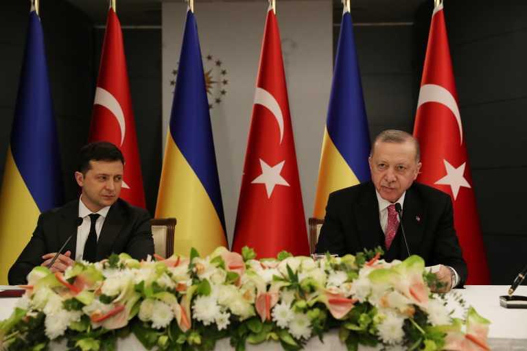 Ερντογάν: Παρουσιάζεται ως «διαμεσολαβητής» στην κρίση μεταξύ Μόσχας και Κιέβου