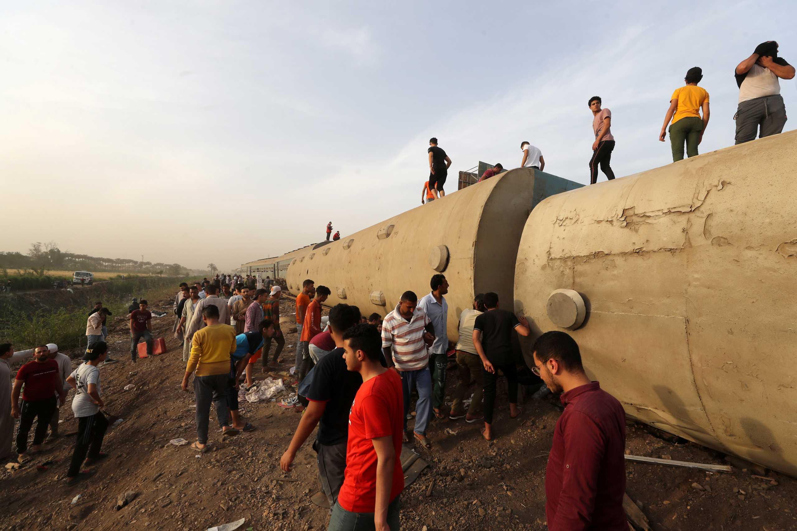 Αίγυπτος: Τουλάχιστον 11 νεκροί από τον εκτροχιασμό του τρένου
