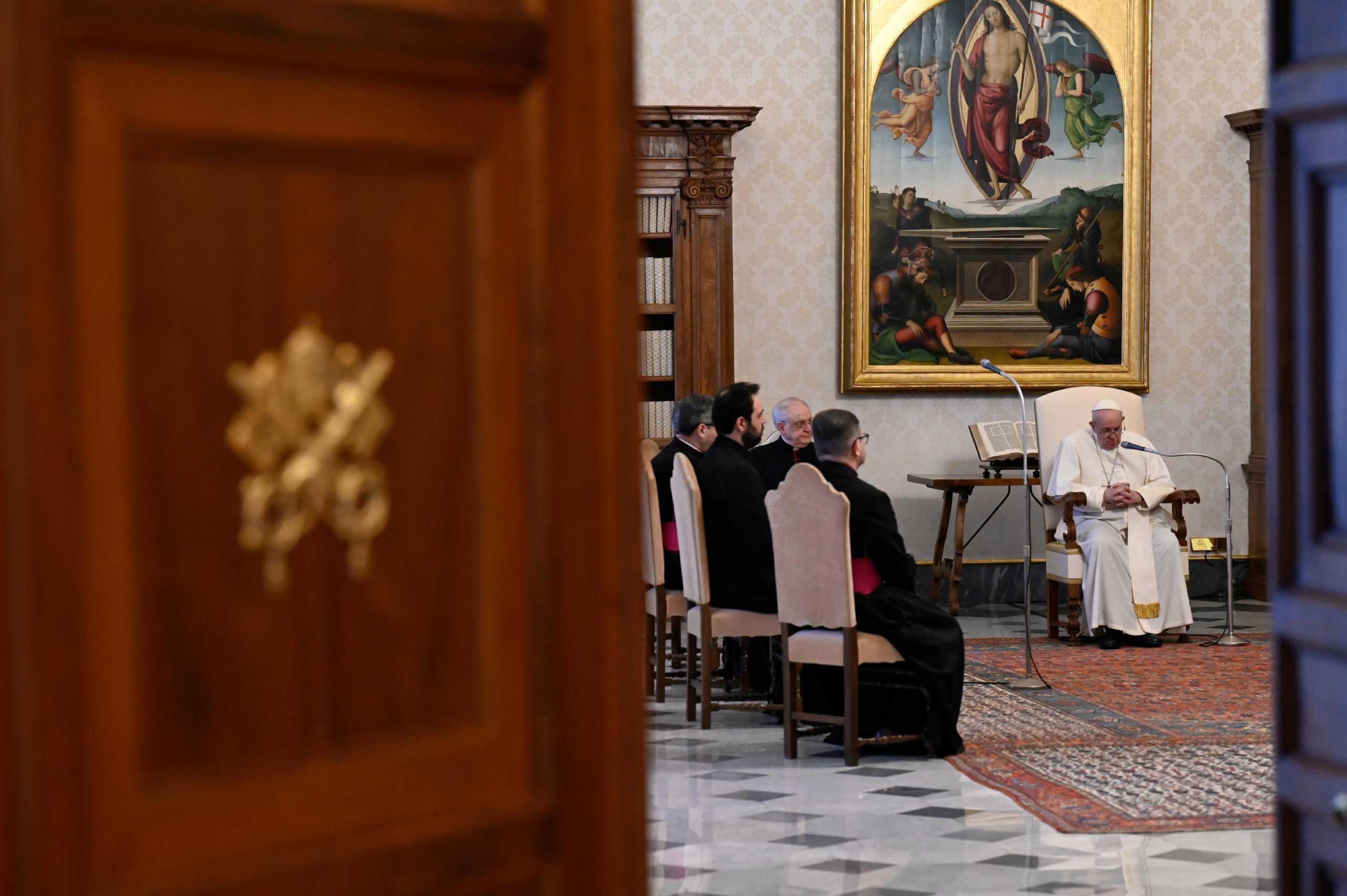 Βατικανό: Ο πάπας απαγορεύει στους καρδινάλιους «δώρα ή άλλες διευκολύνσεις» άνω των σαράντα ευρώ