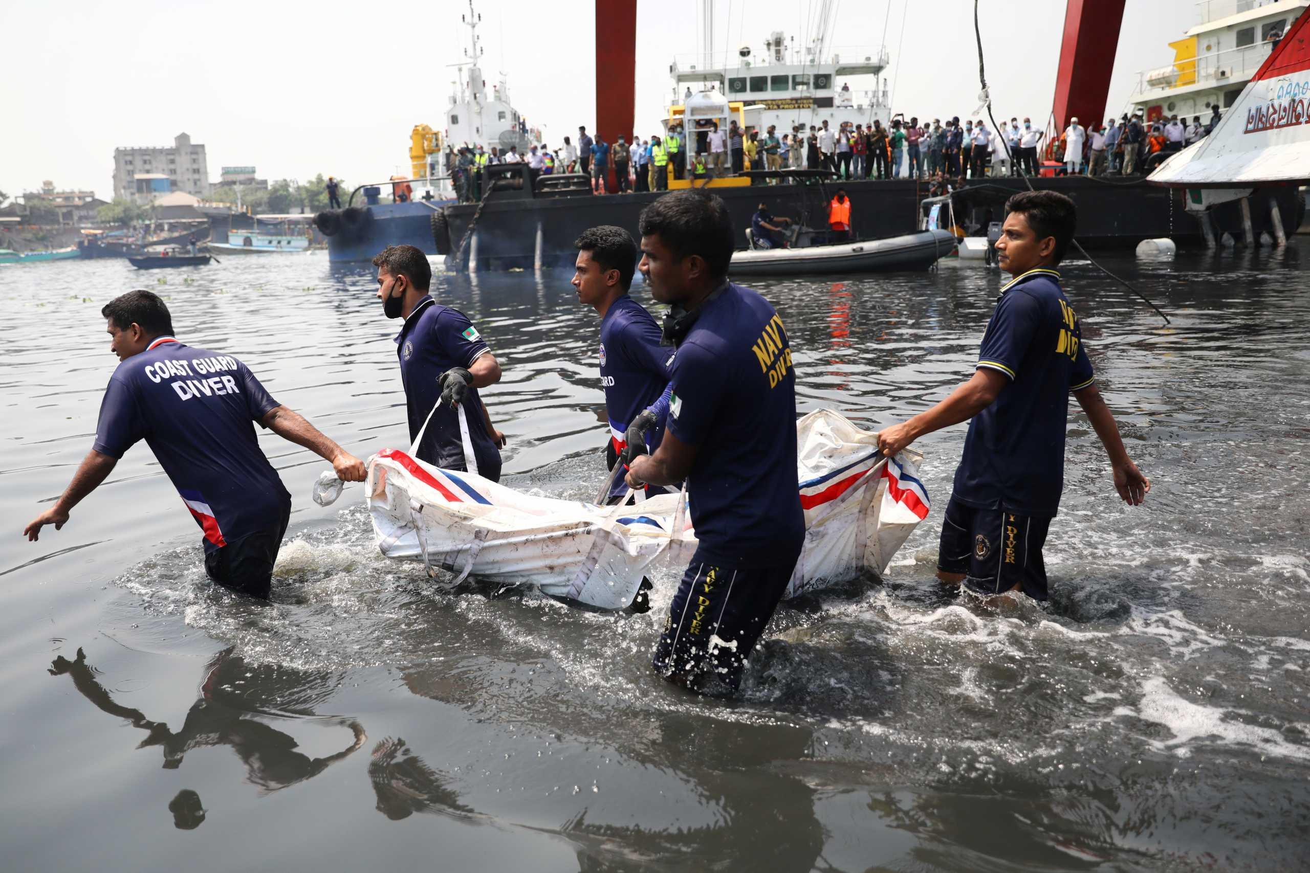 Μπανγκλαντές: Μεγαλώνει ο τραγικός απολογισμός από το ναυάγιο στον ποταμό Σιταλακσίγια (pics, vid)