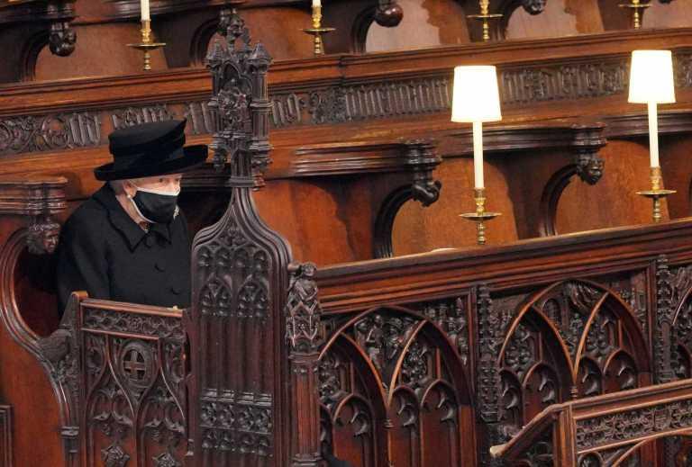 Κηδεία Φιλίππου: Η Βασίλισσα Ελισάβετ είχε «μαζί» της τον Πρίγκιπά της στην κηδεία