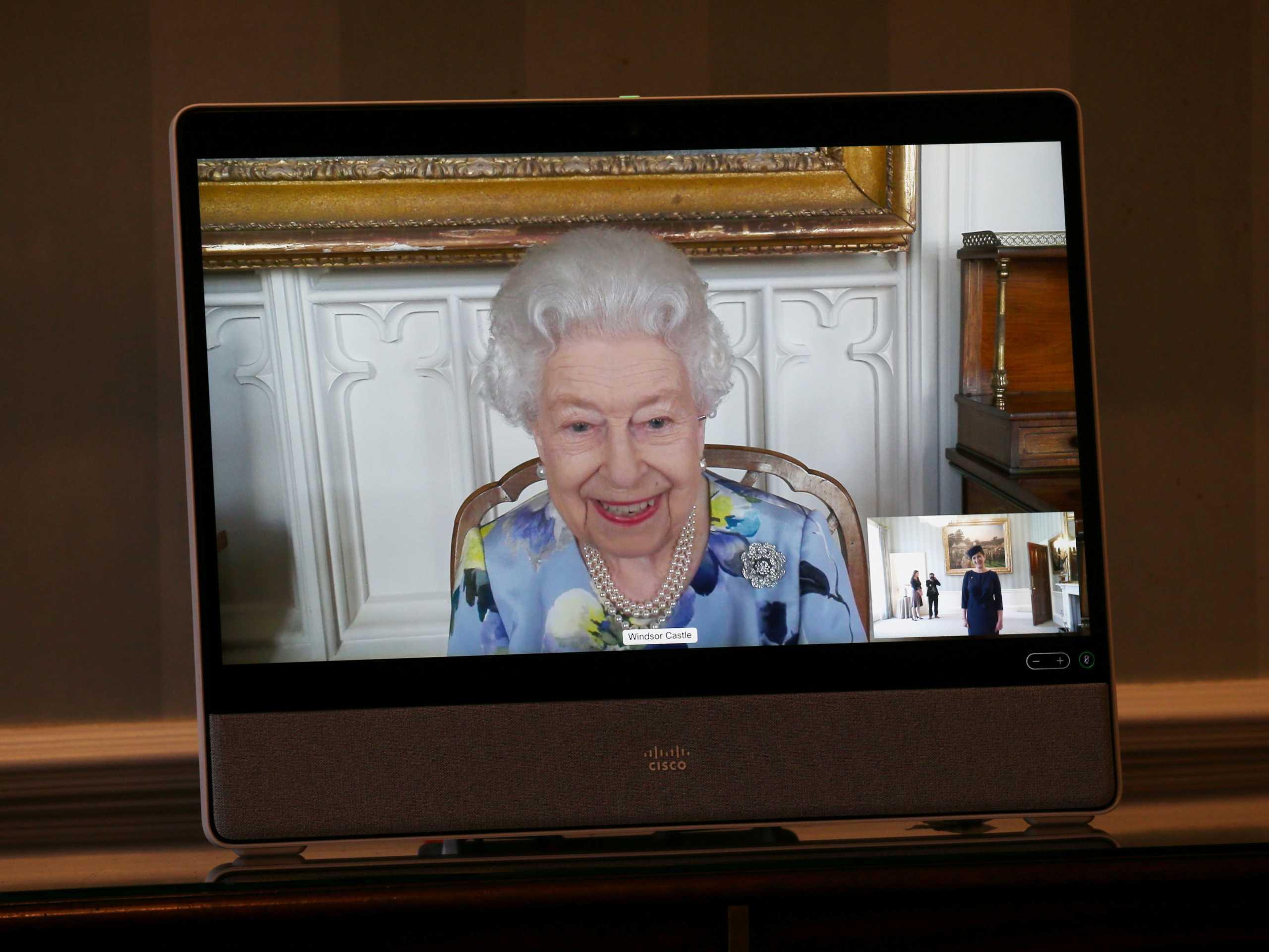 Έπιασε δουλειά η βασίλισσα Ελισάβετ μετά την κηδεία του Φίλιππου