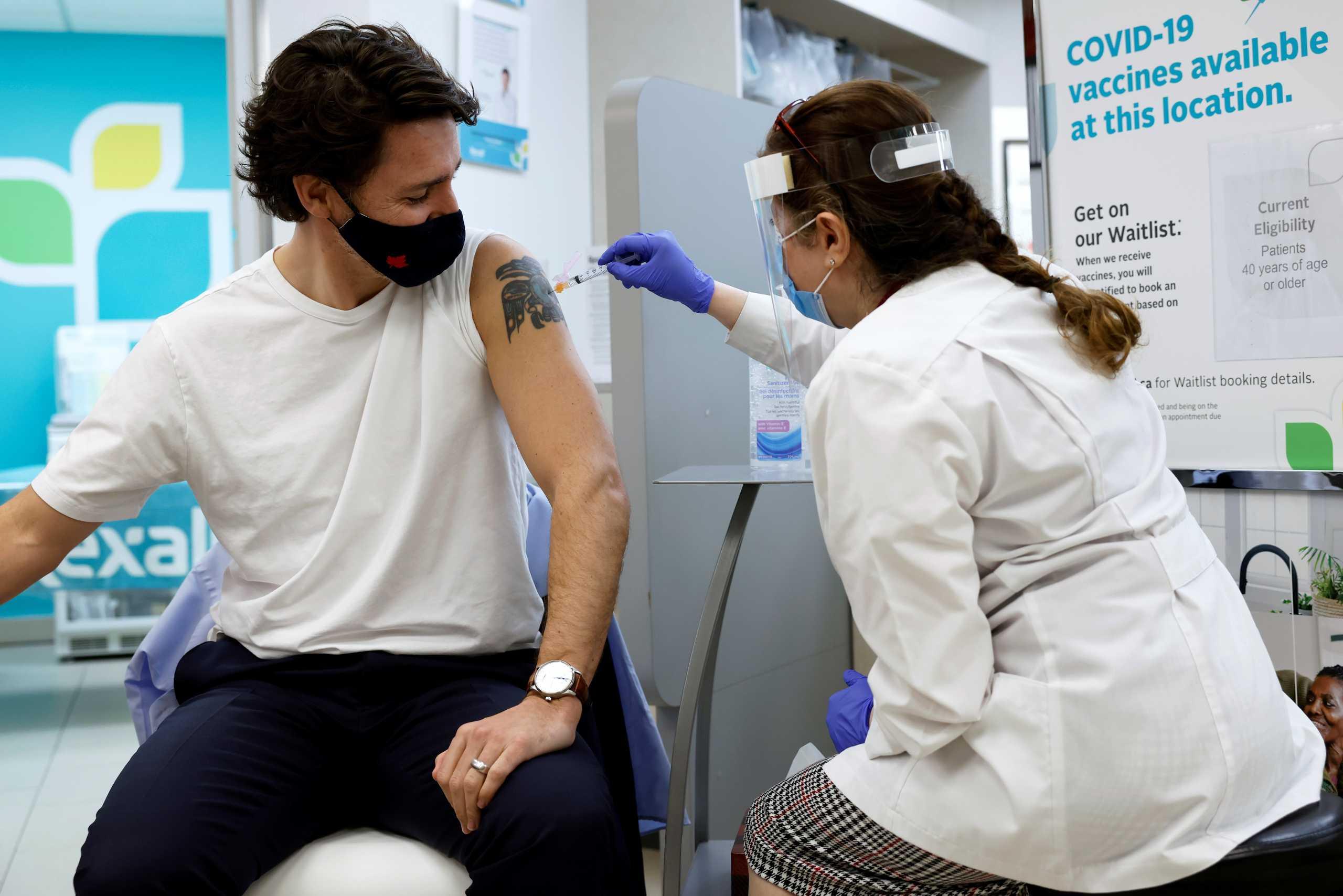 Καναδάς: Ο πρωθυπουργός Τζάστιν Τριντό έκανε την πρώτη δόση του εμβολίου της AstraZeneca