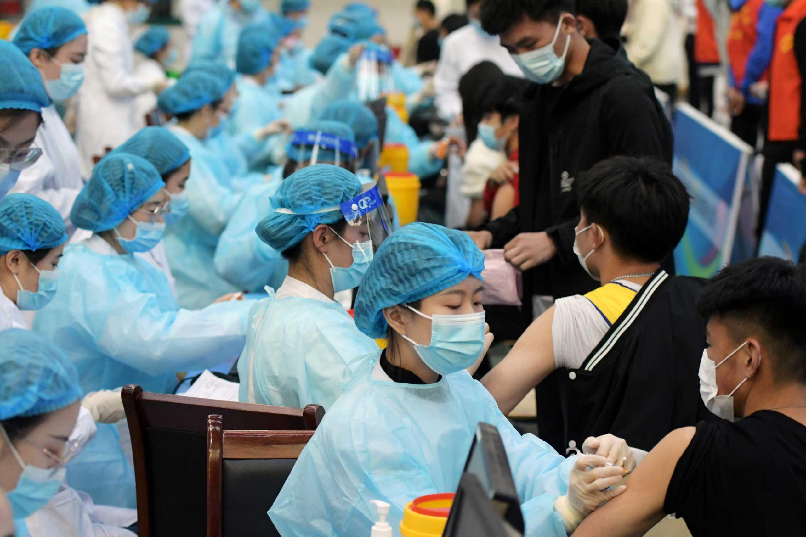 Κορονοϊός: Η Κίνα εξετάζει το ενδεχόμενο συνδυασμού εμβολίων για να αυξήσει την αποτελεσματικότητά τους