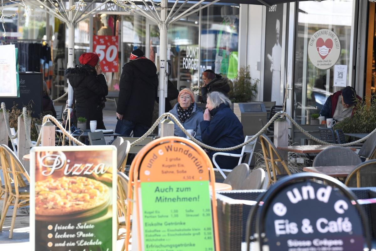 Γερμανία: Κορυφαίος επιστήμονας εναντίον Μέρκελ – «Πιο επικίνδυνος ο εγκλεισμός σε εσωτερικούς χώρους»